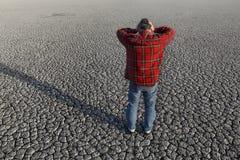 Farmer και ξηρασία στον τομέα στοκ φωτογραφία