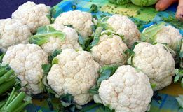 Farmer's market cauliflower display Royalty Free Stock Photos