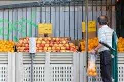 Farmer&#x27 ; marché de s de la nouvelle célébration de dimanche de piéton Image libre de droits