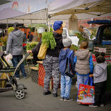 Farmers Market, Temecula, California. A mother and her children shop for fruit at a local farmer's market in the wine country of the Temecula Valley in Riverside Stock Photos