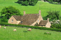 Farmhouse in English countryside of Cotswolds stock photography