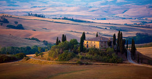 """Farmhouse in Tuscany. The solitaire standing farmhouse """"Casa Belvedere"""" is situated in the Orcia valley – a typical Tuscan landscape Royalty Free Stock Image"""