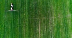 farming Landbouwtrekker bespuitend gebied stock video