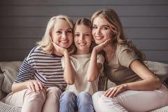 Farmor, mamma och dotter arkivfoton