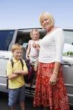 Farmor med barnbarn royaltyfri foto