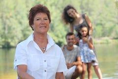 Farmor med henne familj Royaltyfri Fotografi