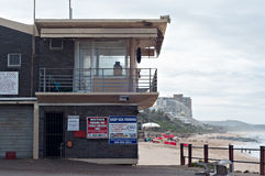Farmorpöllifesaver'sens station på Umhlangaen vaggar stranden royaltyfri bild