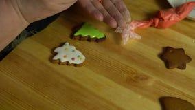 Farmorräkningar glasar pepparkakan på helgdagsaftonen av ferien