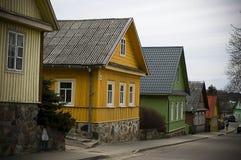 Farmsteads de madeira, Trakai, Lithuania imagem de stock royalty free
