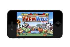 FarmVille sul iphone 4 Fotografia Stock Libera da Diritti
