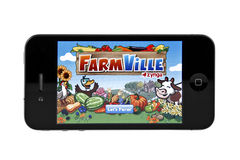 FarmVille sur l'iphone 4 Photographie stock libre de droits
