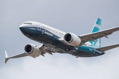 Farnborough, Regno Unito - 07 18 2018: Boeing B737-8 max realizza una dimostrazione volante a Farnborough Airshow fotografia stock libera da diritti