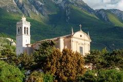 Farny kościół Santo Stefano w Malcesine, lato ranek na Jeziornym Gardzie Włochy, Europa Ja lokalizuje w NorthernItaly Obrazy Stock