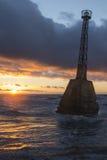 Faro abandonado viejo en la puesta del sol Imágenes de archivo libres de regalías