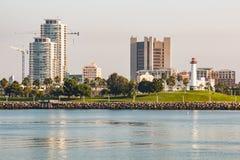 Faro acquatico del parco di Shoreline e del porto dell'arcobaleno in Long Beach immagini stock