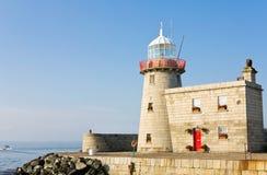 Faro al porto di Howth in Irlanda Fotografia Stock Libera da Diritti