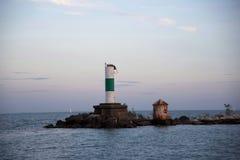 Faro al tramonto fotografie stock libere da diritti