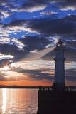 Faro al tramonto con il raggio luminoso Fotografia Stock Libera da Diritti