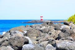Faro alla spiaggia di San Cristobal, Galapagos Immagini Stock