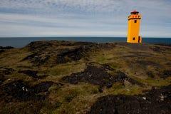 Faro amarillo en Islandia Imagen de archivo