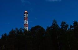 Faro bianco rosso sulle rive del lago Ladoga Immagini Stock Libere da Diritti