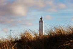 Faro in Blaavand al litorale del Mare del Nord Fotografia Stock