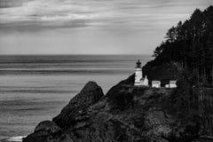 Faro blanco y negro cerca de Florence Oregon fotografía de archivo