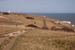 Faro, campos y acantilados blancos de Dover fotografía de archivo libre de regalías