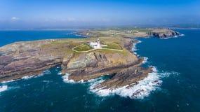 Faro capo della cambusa Sughero della contea l'irlanda fotografia stock libera da diritti