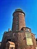 Faro, cielo nublado azul imagen de archivo libre de regalías