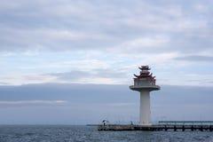 Faro con el cielo azul Imágenes de archivo libres de regalías