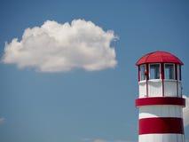 Faro con la nuvola Fotografia Stock Libera da Diritti