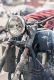 Faro d'annata del motociclo e cassetta portautensili del metallo Fotografie Stock Libere da Diritti