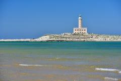 Faro dalla costa di Vieste un giorno soleggiato, Puglia regio Fotografia Stock Libera da Diritti