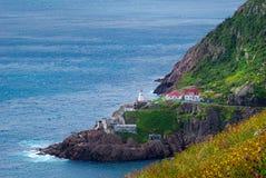 Faro de Amherst del fuerte en la costa este en Terranova foto de archivo