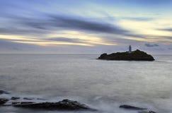 Faro de Godrevy en la oscuridad fotos de archivo
