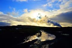 Faro de Islandia en la oscuridad Imagenes de archivo