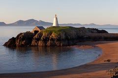 Faro de la isla de Llandwyn Imagen de archivo libre de regalías