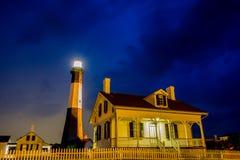 Faro de la playa de la isla de Tybee con trueno y relámpago Fotografía de archivo libre de regalías