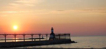 Faro de la puesta del sol Foto de archivo libre de regalías