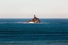 Faro de la roca de Tillamook en un día tranquilo Fotografía de archivo
