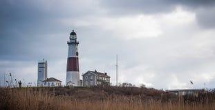Faro de Montauk en el tiempo nublado Fotos de archivo
