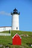 Faro de Neddick del cabo, pueblo viejo de York, Maine Foto de archivo
