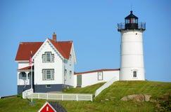 Faro de Neddick del cabo, pueblo viejo de York, Maine Imagen de archivo libre de regalías