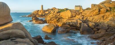 Faro de Ploumanach, Cote de Granit Rose fotos de archivo libres de regalías