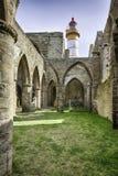 Faro de Sainte-Mateo por dentro de la abadía arruinada Fotografía de archivo libre de regalías