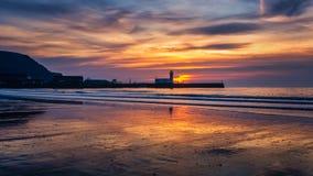 Faro de Scarborough en la salida del sol Imagen de archivo