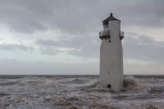 Faro de Southerness en los mares tempestuosos Foto de archivo libre de regalías