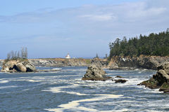 Faro de Yaquina, costa de Oregon Imagen de archivo