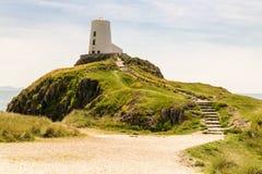 Faro del Mawr di Twr, Ynys Llanddwyn, Anglesey, Gwynedd, Galles, Regno Unito immagini stock libere da diritti